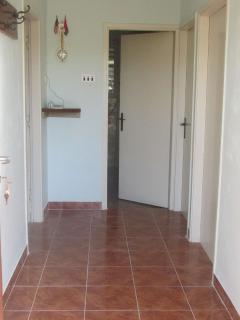 H(4+2): hallway