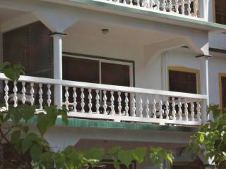 Relax steps away from fabulous Reduit Beach!, Gros Islet