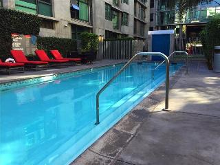 Spacious Los Angeles Two Bedroom Suite - Walk to LA Live, Los Ángeles