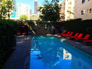 Spacious Los Angeles One Bedroom Suite - Walk to LA Live, Los Ángeles
