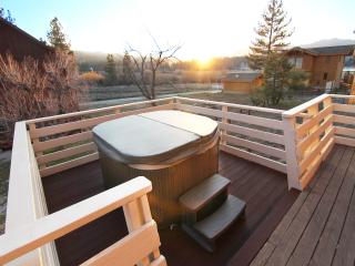 HGTV Feat. Lakeside Cabin With Huge Deck and Spa, Big Bear Lake