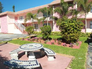 MARY POP APARTMENTS # 205A ( STUDIO ), Dania Beach