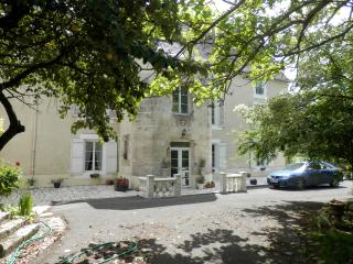 Country chateau in private parkland, Ardilleux