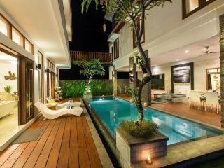 Villa Club B Residence 5 mnts drive from beach, Canggu