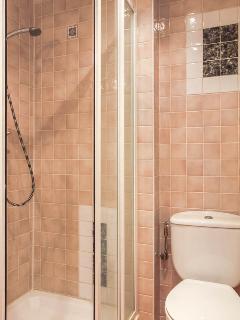 ample shower unit