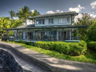 Oceanfront 3 bedroom home with 180 degrees unobstructed views of the ocean, Kailua-Kona
