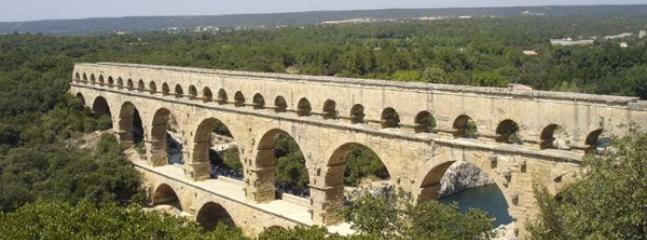 Le pont du gard à 40 km