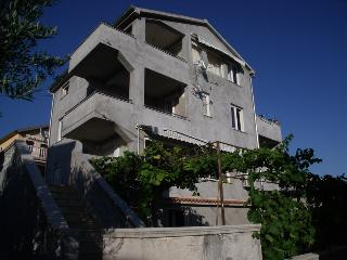 Suada 1 for 4 on the ground floor 250m from sea, Gornji Karin