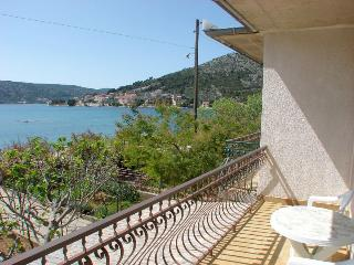Milly Apartment for 8 with terrace, Marina