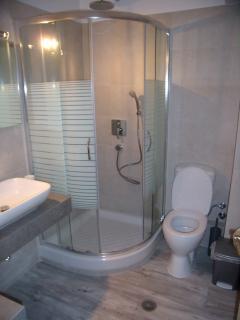 Superior  apartment : ( S - 3 )  -  bathroom - shower.