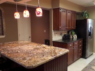 Newly remodeled Kitchen  / new appliances / granite / cabinets