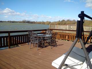 Lakeview, Lakeside lodge, close to Chichester close to Goodwood!