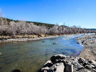 Cozy riverfront, dog-friendly home close to town in quiet location, Pagosa Springs