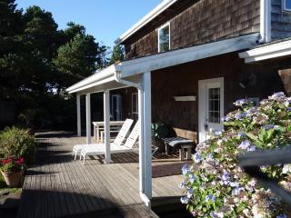 Beautifully maintained Gearhart home near beach