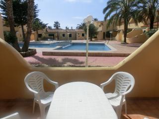 Vista desde la terraza a la piscina