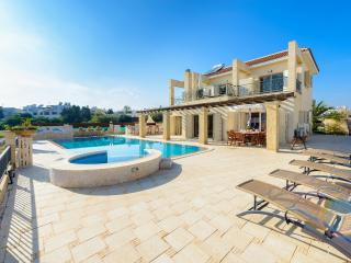 Alexandros 4 seafront Fig Tree Bay Paradise Villa **20% LOWER RATES UP TO 15/6**