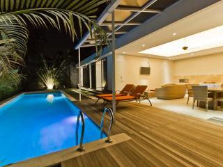 15m pool 2 bed 10min beach Seminyak