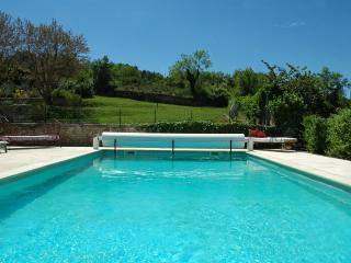 Provencal farmhouse with heated pool, sleeps 10