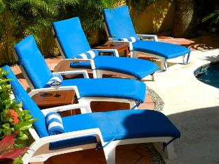 NEW MODERN, KING BED, GROUND FLOOR EASY ACCESS TO POOL & HOT TUB., Puerto Morelos