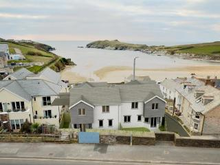 No.7 Sandpiper - Contemporary beach house a few steps from Porth beach