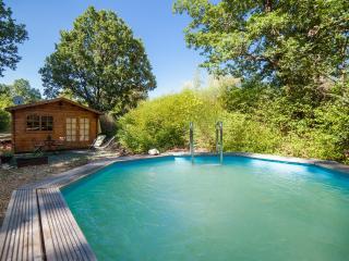 Domaine la Procureuse Chalet en bois avec piscine