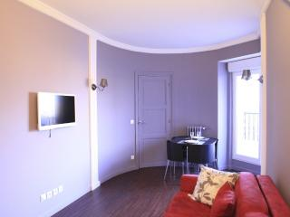 New Cosy Charming Studio Near Opera With Terrace, Paris