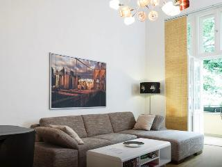 Super Prices at Spacious Apartment in Berlin, Berlín