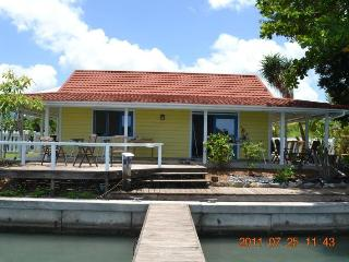 317B Yellow Belle, Lovely waterfront cottage, Jolly Harbour