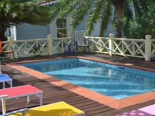 The Limes, Harbour View with a pool! Sleeps 6, Jolly Harbour