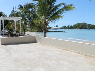 Luxurious Beachfront villa with 6 bedrooms & private pool, Jolly Harbour