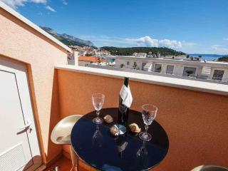 Missy 2 for 4 persons with balcony, Makarska