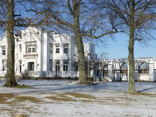 Waterfront Estate House & Retreat Center, New Rochelle