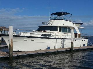 53' Hatteras 3 Bedroom