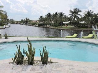 Casa Verde Endless Waterfront Views Tiki Hut / Pool 3/3 for 6 guests, Fort Lauderdale