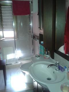 Servizio igienico con doccia cm 120x85