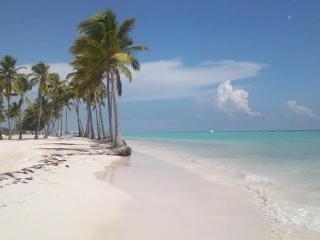 Escape to a Tropical Paradise at Estrella del Mar
