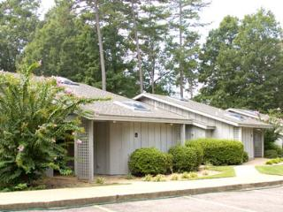 Greens One, 2BR, Golf, Pool, Jacuzzi Tub, Kitchen, Bella Vista