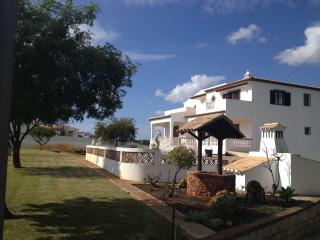 Traditional one bedroom apartment, Branqueira
