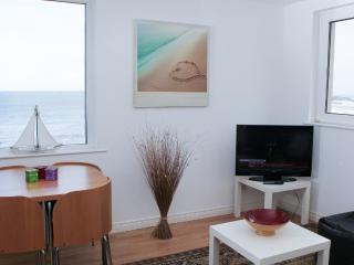 Waves Apartment: Oceans 14, Portstewart