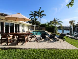 TOP REVIEWED! Miami Beach,Waterfront,Villa Hacienda, Pool, Close to Beach