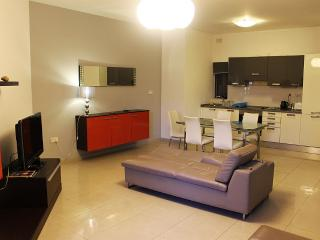 Modern 3 Bedroom A/C Central Flat FREE Wifi F6, Sliema