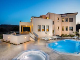 Villa Ianthos - Full Privacy, Next to City & Beach