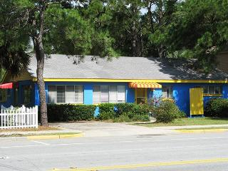 1007 Butler Avenue - Classic Tybee Cottage - One Block to the Beach - Small Dog Friendly, Tybee Island