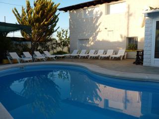 Gran Villa saxrural piscina ,barbacoa
