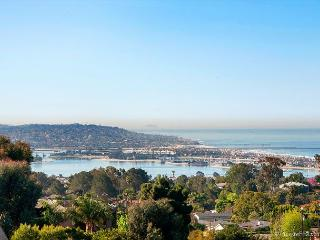 4BR Luxury Mt. Soledad House, Panoramic Pacific Views + Rooftop Deck, Hot Tub, La Jolla