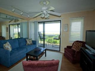 Direct Oceanfront with panoramic view of beach. Cozy and nicely appointed.