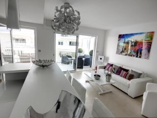 Apartment w/ services close to convention center, Cannes