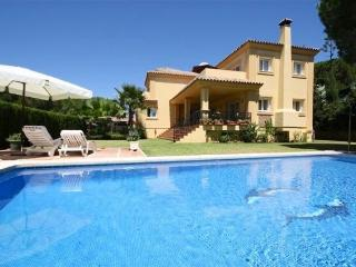 luxury 4 bed villa private pool excellent location, Elviria