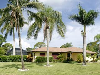 Mango Bungalow -Private Pool, Barefoot Beach close, Bonita Springs
