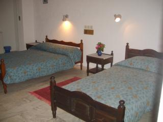 1 Double and 1 Single bed in room